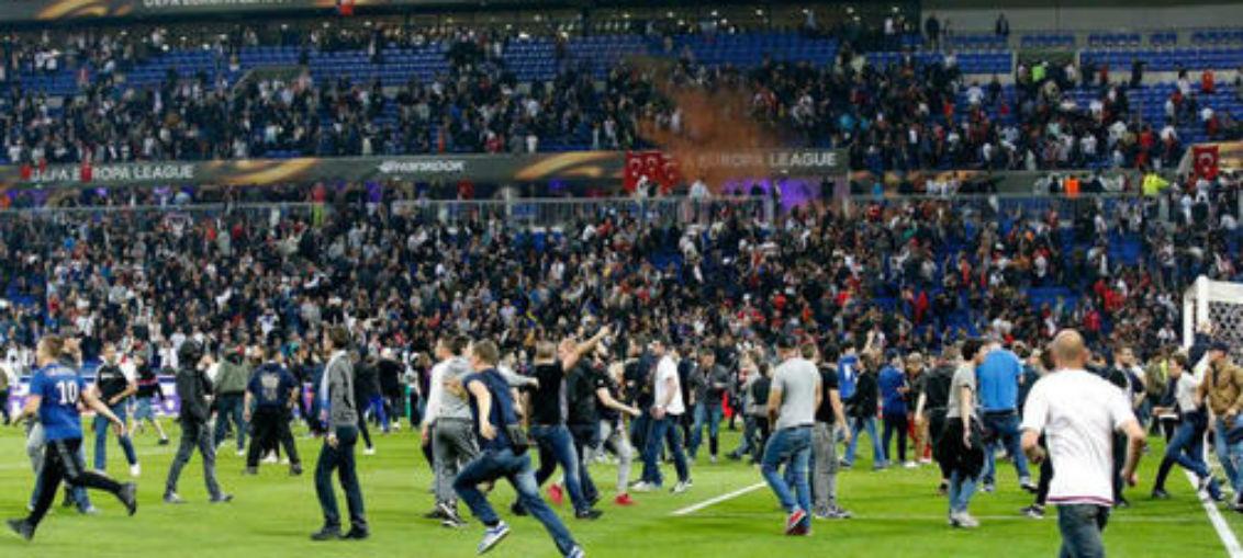 Беспорядки турецких болельщиков перед матчем не помешали «Лиону» обыграть «Бешикташ» в матче Лиги Европы